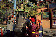 Mongolia. Ulaanbaatar. Gandan Buddhist Monastery  OulanBator       / Monastère Bouddhiste de Gandan à Oulan Bator.   OulanBator  Mongolie  / encens  / 50    L921006a  /  P0002786