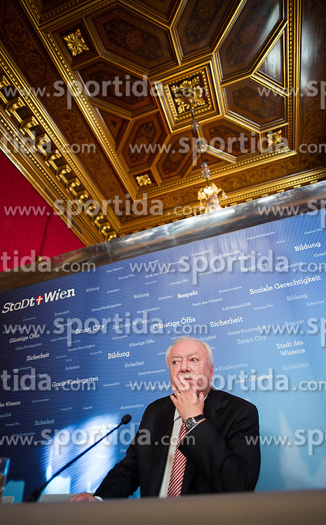 12.10.2015, Rathaus, Wien, AUT, SPÖ, Pressekonferenz nach Grem Wien-Wahl 2015. im Bild Bürgermeister von Wien Michael Häupl // during press conference of the austrian social democratic party in Vienna, Austria on 2015/10/12. EXPA Pictures © 2015, PhotoCredit: EXPA/ Michael Gruber