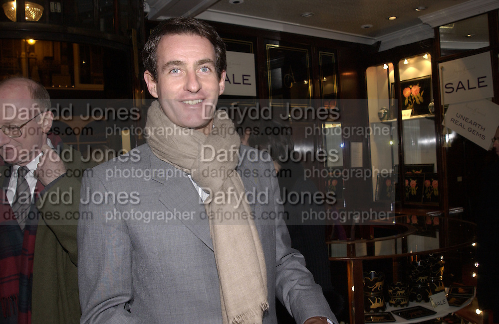Tim Jeffries. Charity sale of the last ever sale at Asprey and Garrard. New Bond St. London. 15/1/02© Copyright Photograph by Dafydd Jones 66 Stockwell Park Rd. London SW9 0DA Tel 020 7733 0108 www.dafjones.com
