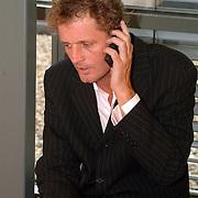 BNN winterpresentatie 2002, Jeroen Pauw aan de telefoon