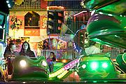 Nederland, Wijchen, 20-9-2014 De jaarlijke kermis wordt altijd druk bezocht. Er zijn veel attracties. Van kleine zoals de schiettent tot grote zoals een groot zwaaiende arm met 10mensen er in. FOTO: FLIP FRANSSEN/ HOLLANDSE HOOGTE