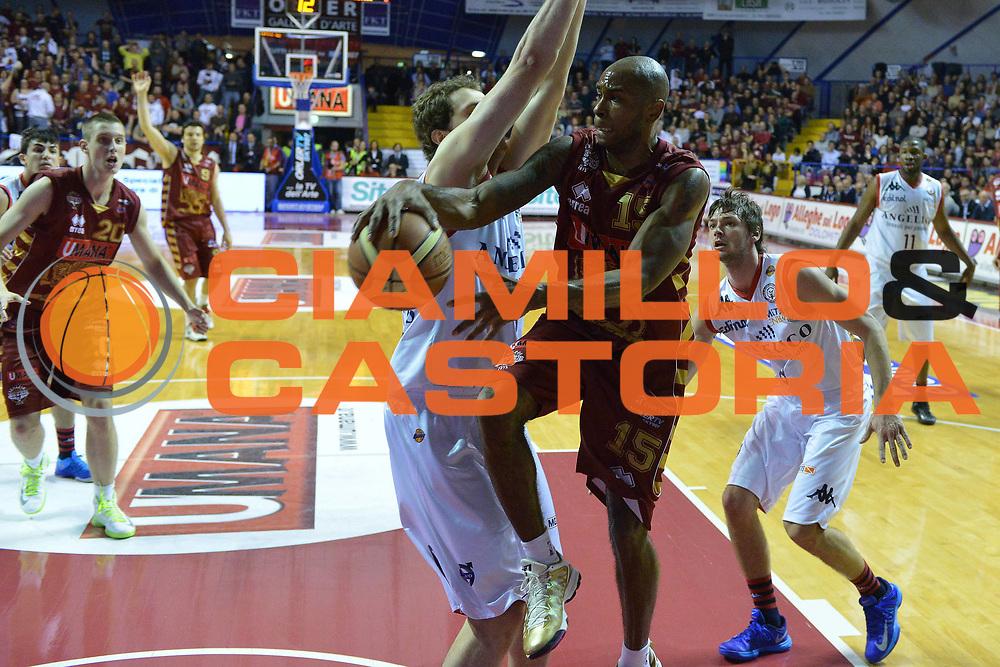 DESCRIZIONE : Venezia Lega A 2012-13 Umana Venezia Angelico Biella<br /> GIOCATORE : tim bowers <br /> CATEGORIA : passaggio<br /> SQUADRA : Umana Venezia Angelico Biella<br /> EVENTO : Campionato Lega A 2012-2013 <br /> GARA : Umana Venezia Angelico Biella<br /> DATA : 24/03/2013<br /> SPORT : Pallacanestro <br /> AUTORE : Agenzia Ciamillo-Castoria/M.Gregolin<br /> Galleria : Lega Basket A 2012-2013  <br /> Fotonotizia : Venezia Lega A 2012-13 Umana Venezia Angelico Biella<br /> Predefinita :