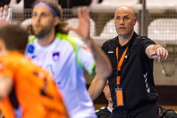 11-04-2019 NED: Netherlands - Slovenia, Almere<br /> Third match 2020 men European Championship Qualifiers in Topsportcentrum in Almere. Slovenia win 26-27 / Coach Erlingur Richardsson of Netherlands