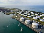 Nederland, Zuid-Holland, Rotterdam, 14-09-2019; Yangtzehaven met Maasvlakte Olie Terminal (MOT). In de voorgrond drie tanks van Gate terminal, voor LNG import en opslag.<br /> Yangtzehaven with Maasvlakte Oil Terminal (MOT), including the three tanks of the Gate terminal for LNG import.<br /> <br /> luchtfoto (toeslag op standard tarieven);<br /> aerial photo (additional fee required);<br /> copyright foto/photo Siebe Swart