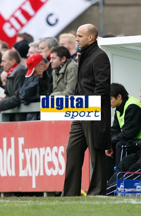 Photo: Steve Bond/Sportsbeat Images.<br /> Torquay United v Exeter City. The FA Blue Square Premier. 01/01/2008. Paul Tisdale, hands in pockets