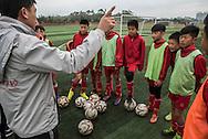 Qingyuan, Guangdong, Chine, le 11 mars 2016<br /> Des &eacute;l&egrave;ves de l'&eacute;cole de football Evergrande &eacute;coutent leur entraineur. Fond&eacute;e en 2013, l'&eacute;cole compte plus de 2000 &eacute;l&egrave;ves et pr&egrave;s de 50 terrains de football.<br /> Gilles Sabri&eacute; pour L'Equipe