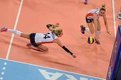 04-01-2016 TUR: European Olympic Qualification Tournament Nederland - Duitsland, Ankara <br /> De Nederlandse volleybalvrouwen hebben de eerste wedstrijd van het olympisch kwalificatietoernooi in Ankara niet kunnen winnen. Duitsland was met 3-2 te sterk (28-26, 22-25, 22-25, 25-20, 11-15) / Laura Dijkema #14 duikt naar de bal. Maret Balkestein-Grothues #6komt ook te laat