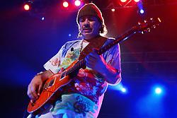 """O guitarrista e vencedor do Grammy, Carlos Santana, durante o show da turnê do seu novo disco """"All That I Am"""", em Porto Alegre. FOTO: Jefferson Bernardes/Preview.com"""