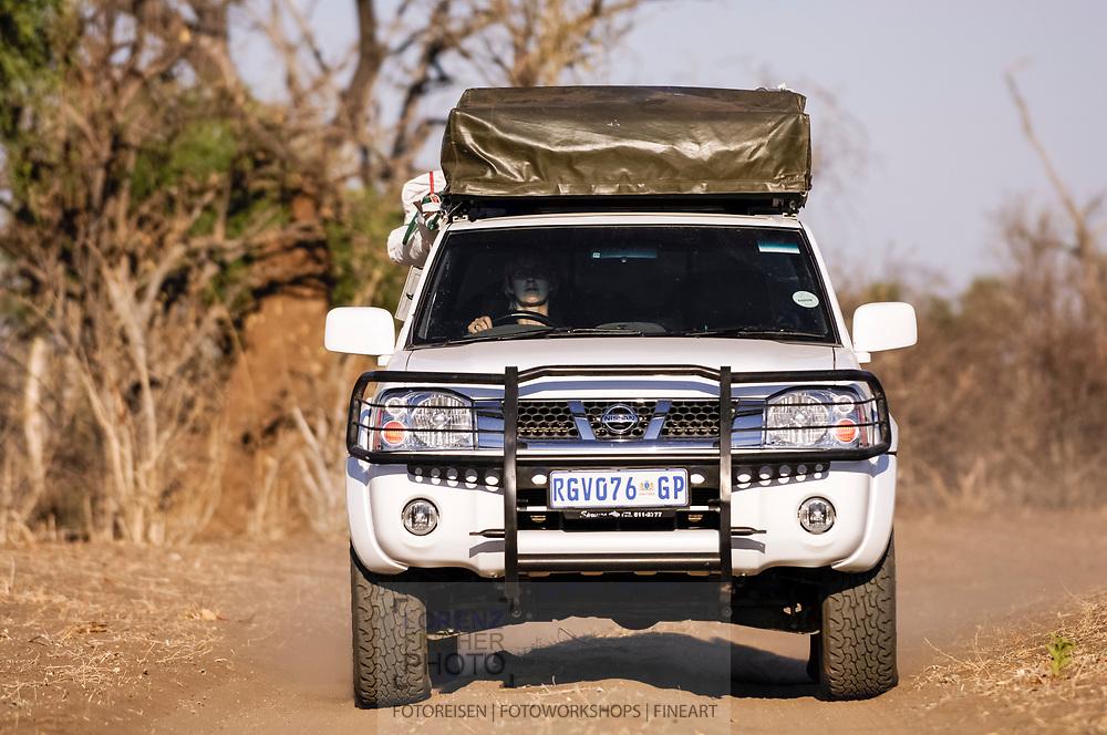 Unterwegs als Tourist im Chobe Nationalpark von Botswana im Bereich der Riverfront