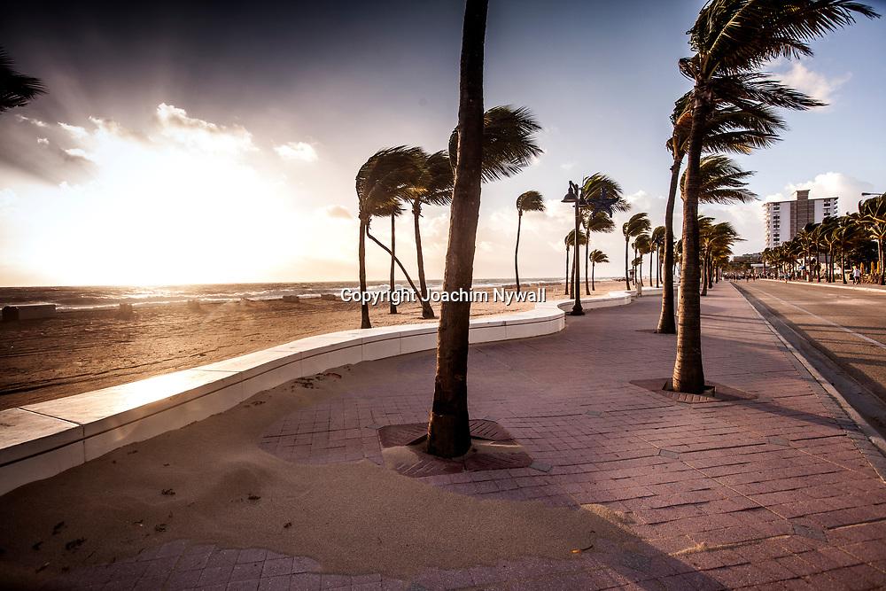 20151122 Fort Lauderdale  Florida USA <br /> Soluppg&aring;ng &ouml;ver Atlanten vid<br /> FT Lauderdale beach<br /> <br /> <br /> FOTO : JOACHIM NYWALL KOD 0708840825_1<br /> COPYRIGHT JOACHIM NYWALL<br /> <br /> ***BETALBILD***<br /> Redovisas till <br /> NYWALL MEDIA AB<br /> Strandgatan 30<br /> 461 31 Trollh&auml;ttan<br /> Prislista enl BLF , om inget annat avtalas.