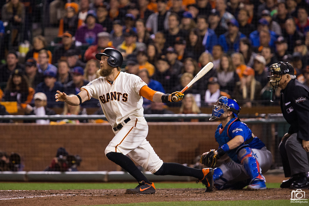 San Francisco Giants right fielder Hunter Pence (8) pops a hit up against the Chicago Cubs during Game 3 of the NLDS at AT&T Park in San Francisco, Calif., on October 10, 2016. (Stan Olszewski/Special to S.F. Examiner)
