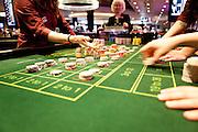 London, Maggio 2012 - Il management del Casino, sovraintende una sessione di training che vede ciclicamente impegnati i Croupier. L'esperienza e la pratica sono essenziali per acqistare sicurezza, velocità e manualità.