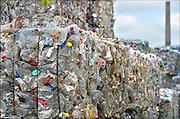 Nederland, Lobith, 8-4-2015 Op een bedrijfsterrein van Wellman worden plastic flessen, petflessen, en plastic verpakking opgeslagen en later verwerkt tot kunststof korrels en vezels die weer kunnen worden gebruikt voor de fabrikage van nieuwe produkten in Ierland, Ireland..Manufactures high quality polyester products from recycled post consumer PET bottles. Europe's largest PET recycler, processing 1.6 billion post consumer PET bottles annually.FOTO: FLIP FRANSSEN/ HOLLANDSE HOOGTE