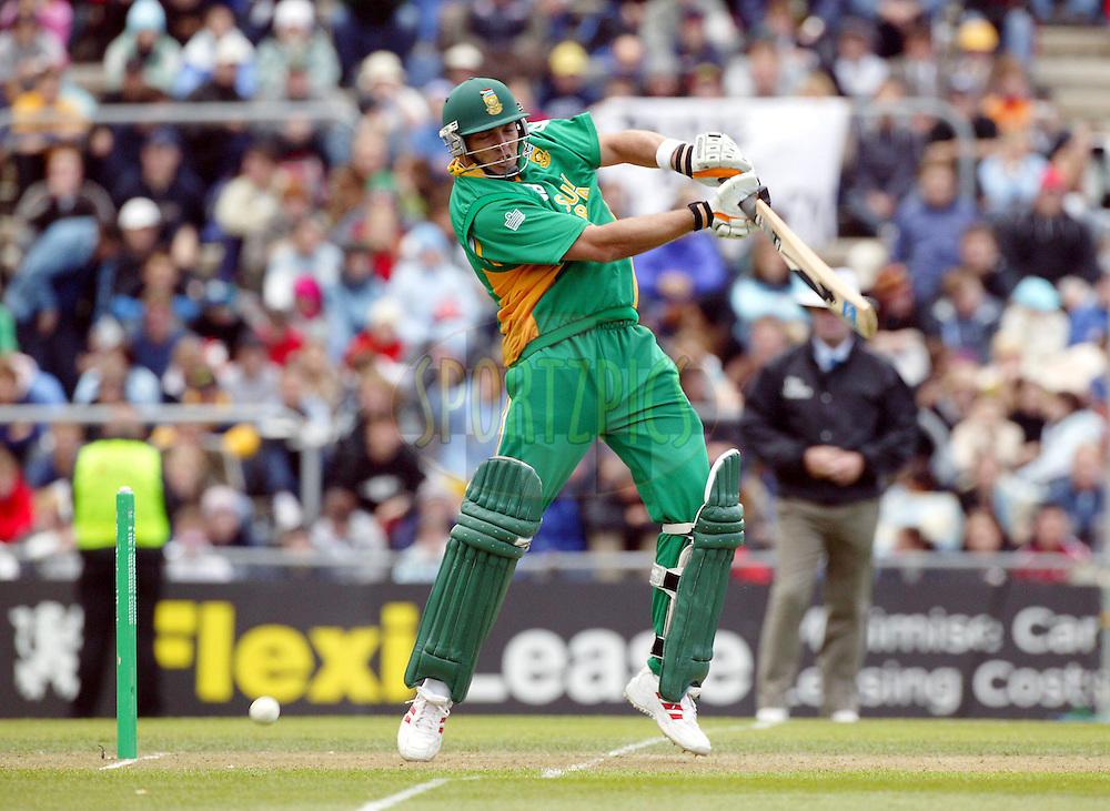 25 February, 2004. Carisbrook, Dunedin, New Zealand. ODI Series. New Zealand v South Africa..Jacques Kallis..Pic: Photosport