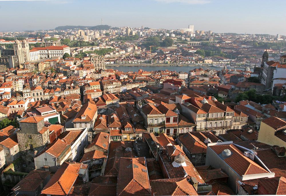 Vista panorámica de la ciudad de Oporto (Portugal)