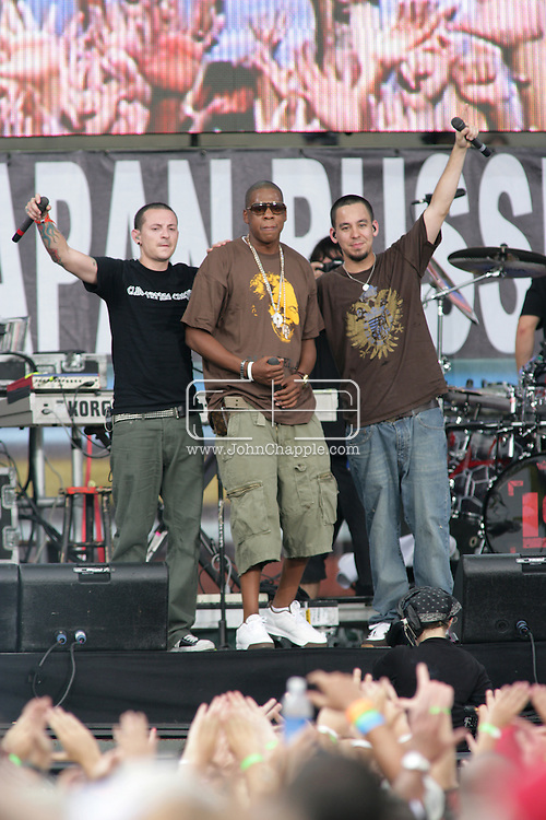 2nd July 2005, Philadelphia, PA. The USA Live 8 concert held in the city of Philadelphia. Pictured onstage is rapper Jay Z with Linkin Park.  PHOTO © JOHN CHAPPLE IN THE BIG APPLE. Tel (001) 212 397 7287.www.chapple.biz