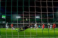 GRONINGEN, 17-05-2017, FC Groningen - AZ,  Noordlease Stadion, 1-4, doelpunt, AZ speler Calvin Stengs, FC Groningen keeper Sergio Padt