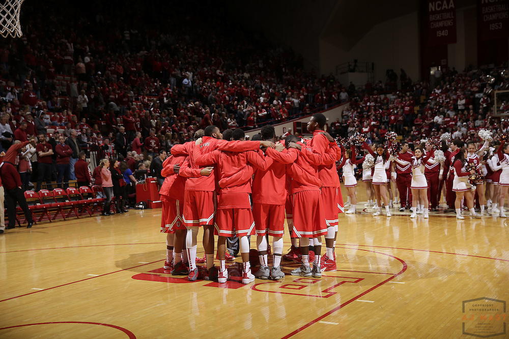 Ohio State huddles up before  Ohio State played Indiana in an NCCA college basketball game in Bloomington, Ind., Saturday, Jan. 10, 2015. (AJ Mast)