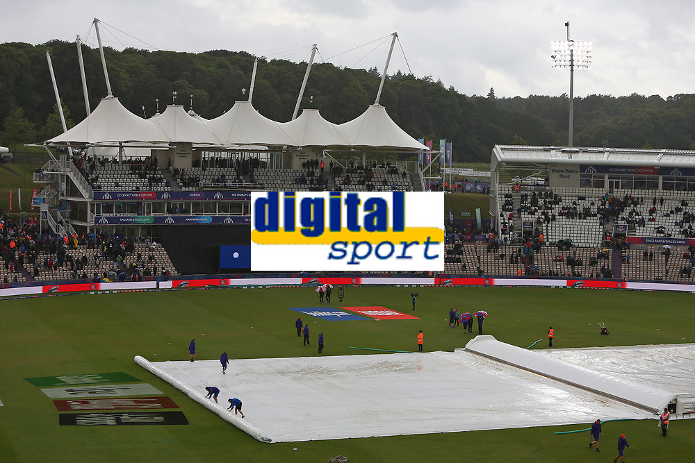 Cricket - 2019 ICC Cricket World Cup - Group Stage: South Africa vs. West Indies<br /> <br /> Groundstaff pull the covers back on as it starts to rain again at the Hampshire Bowl, Southampton.<br /> <br /> COLORSPORT/SHAUN BOGGUST