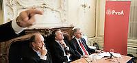 """Nederland. Den Haag, 1 juni 2007. <br /> De Commissie-Vreeman presenteert haar rapport over de gang van zaken die heeft geleid tot verlies van negen Kamerzetels bij de Tweede-Kamerverkiezingen van 2006 . """"De scherven opgeveegd.""""Interim voorzitter Ruud Koole, Wouter Bos en Ruud Vreeman staan de pers te woord.<br /> Foto Martijn Beekman NIET VOOR TROUW, AD, TELEGRAAF, NRC EN HET PAROOL"""