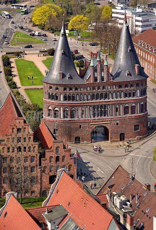 Holstentor und Salzspeicher in Lübeck