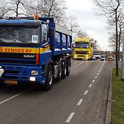 Vrachtwagen Nieuweroordrit 2004 met verstandelijk gehandicapten door het Gooi