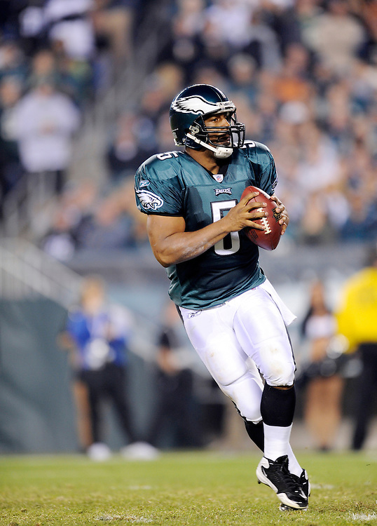 PHILADELPHIA - NOVEMBER 08: Donovan McNabb #5 of the Philadelphia Eagles drops back to pass against the Dallas Cowboys at Lincoln Financial Field on November 8, 2009 in Philadelphia, Pennsylvania. The Cowboys defeated the Eagles  20-16. (Photo by Rob Tringali) *** Local Caption *** Donovan McNabb