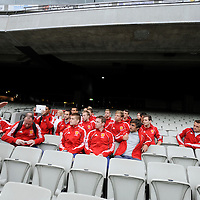 MELBOURNE - Champions Trophy men 2012<br /> England on a tour of the MCG<br /> Foto: team in de stands<br /> FFU PRESS AGENCY COPYRIGHT FRANK UIJLENBROEK