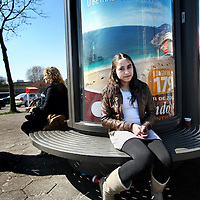 Nederland, Utrecht , 6 april 2012..Pubermeiden vervelen zich meer op straat. Niet omdat ze geen zin hebben om te spelen buiten maar simpelweg omdat er meer speelplekken voor jongens zijn dan voor meiden..Portretten van meiden die zijn geinterviewd met de vraag, of zij behoefte hebben aan een eigen speelplek..Op de foto  Elif Akyuz (14).Foto:Jean-Pierre Jans