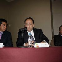 México, D. F.-  Raúl Murrieta Cummings, secretario de Finanzas del Estado de México, en conferencia de prensa informo que podrían proceder de forma legal en contra de Ricardo Monreal por declaraciones falsas en contra del Gobierno del Edomex  con respecto al manejo de sus cuentas bancarias. Agencia MVT / Arturo Hernández S.