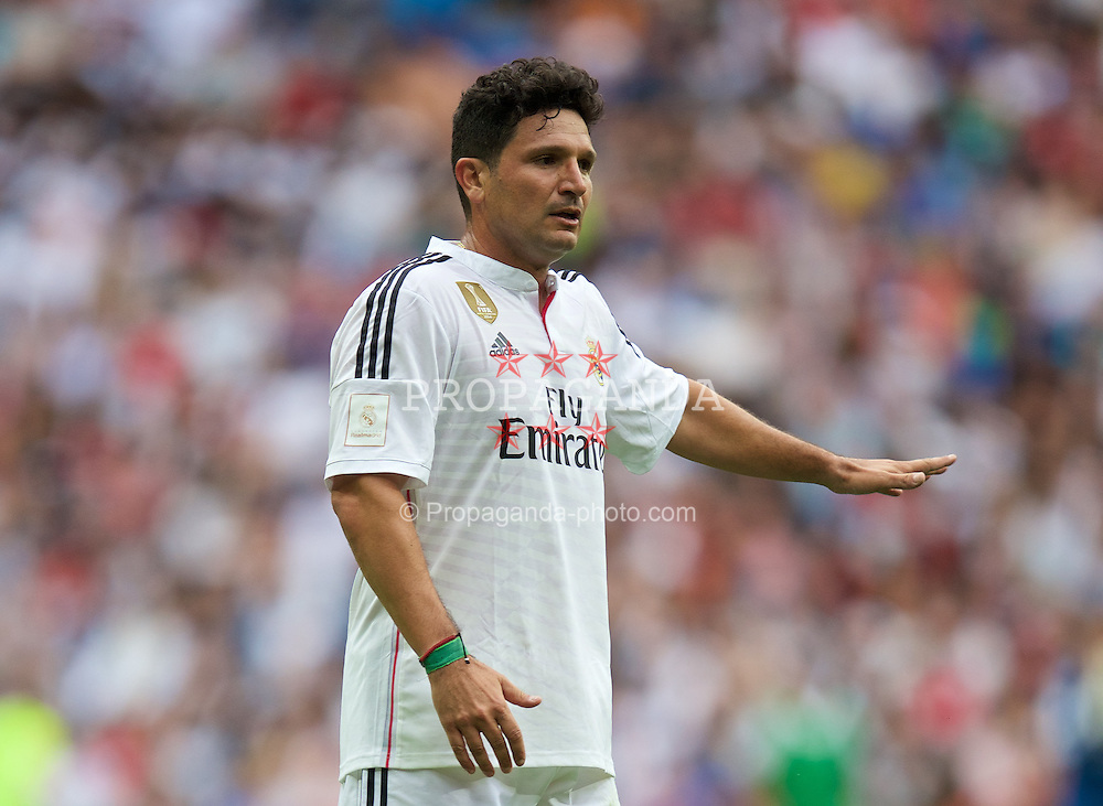 MADRIS, SPAIN - Sunday, June 14, 2015: Real Madrid's Roberto Rojas in action against Liverpool during the Corazon Classic Legends Friendly match at the Estadio Santiago Bernabeu. (Pic by David Rawcliffe/Propaganda)