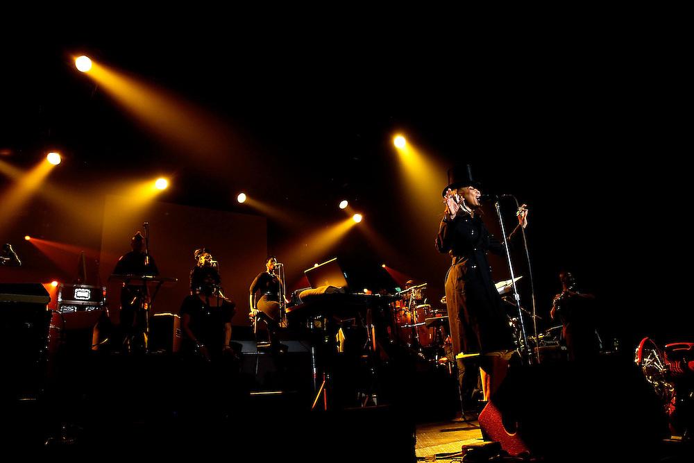 NEW YORK - JUNE 07:  Singer Erykah Badu performs at Roseland Ballroom on June 7, 2010 in New York City.  (Photo by Joe Kohen/WireImage)