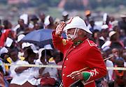 'Geordie' George salutes the Zulu VIPs before the crowd. South Africa. Kwa Zulu Natal. Isandlwana..©Zute Lightfoot .DVD0018