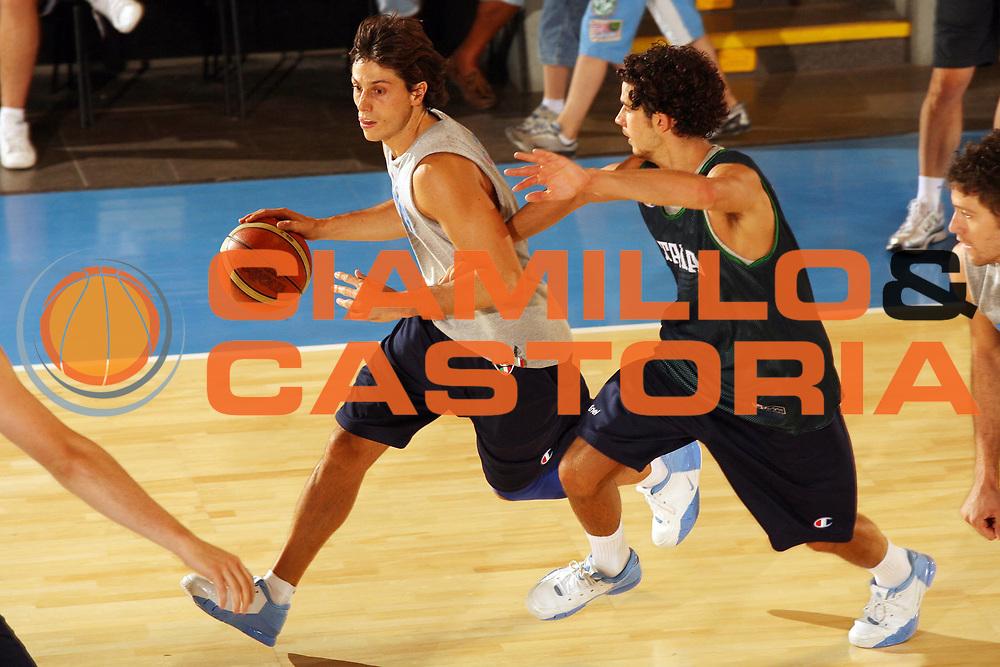 DESCRIZIONE : Bormio Ritiro Nazionale Italiana Maschile Preparazione Eurobasket 2007 Allenamento <br /> GIOCATORE : Marco Mordente <br /> SQUADRA : Nazionale Italia Uomini <br /> EVENTO : Bormio Ritiro Nazionale Italiana Uomini Preparazione Eurobasket 2007 <br /> GARA : <br /> DATA : 30/07/2007 <br /> CATEGORIA : Palleggio<br /> SPORT : Pallacanestro <br /> AUTORE : Agenzia Ciamillo-Castoria/G.Cottini<br /> Galleria : Fip Nazionali 2007 <br /> Fotonotizia : Bormio Ritiro Nazionale Italiana Maschile Preparazione Eurobasket 2007 Allenamento <br /> Predefinita :
