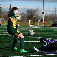 3rd year forward Sydney Langen (28) of the Regina Cougars in action during the Women's Soccer home game on October 22 at U of R Field. Credit: Arthur Ward/Arthur Images