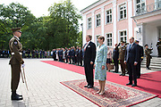 Koning Willem Alexander brengt een staatsbezoek aan de Republiek Estland. ///  King Willem Alexander makes a state visit to the Republic of Estonia.<br /> <br /> Op de foto / On the photo: Koning Willem Alexander en president Kersti Kaljulaid tijdens de Welkomstceremonie  in het Werkpaleis van de president, Kadriorg Park //// King Willem Alexander and President Kersti Kaljulaid during the Welcome Ceremoni in the President's Work Palace, Kadriorg Park