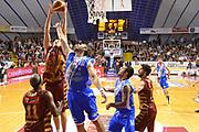 DESCRIZIONE : Venezia Lega A 2013-14 Umana Venezia Dinamo Sassari<br /> GIOCATORE : hrvoje peric<br /> CATEGORIA :rimbalzo<br /> SQUADRA : Umana Venezia Dinamo Sassari<br /> EVENTO : Campionato Lega A 2013-2014 <br /> GARA : Umana Venezia Dinamo Sassari<br /> DATA : 01/12/2013<br /> SPORT : Pallacanestro <br /> AUTORE : Agenzia Ciamillo-Castoria/M.Gregolin<br /> Galleria : Lega Basket A 2013-2014  <br /> Fotonotizia : Venezia Lega A 2013-14 Umana Venezia Dinamo Sassari<br /> Predefinita :