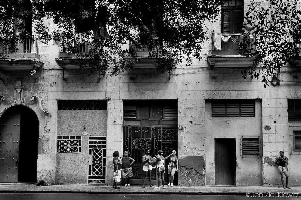 Street scene, Habana Vieja, Cuba. Photo by Jen Klewitz