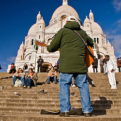 Street musician playing in front of the Sacre Coeur Basilica, Montmartre, Paris, France, Europe