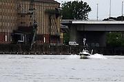 Mannheim. 04.07.16 Rhein. Mit dem Sportboot auf dem Rhein. Ein Boot der Wasserschutzpolizei ist im Einsatz.<br /> Bild: Markus Prosswitz 04JUL16 / masterpress (Bild ist honorarpflichtig - No Model Release!)