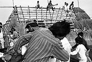 Índios guarani Kaiowás, Mato Grosso do Sul - outubro de 2000. Índios dançam na reconstrução da casa de reza na aldeia de Jaguapiré-município de Paranhos, MS..Indians Guarani Kaiowás, Mato Grosso do Sul - October of 2000. Indians dance in the reconstruction of the prayer house in the village of Jaguapiré, municipal district of Paranhos, MS..Índios guarani Kaiowás, Mato Grosso do Sul - outubro de 2000. Índios dançam na reconstrução da casa de reza na aldeia de Jaguapiré-município de Paranhos, MS..Indians Guarani Kaiowás, Mato Grosso do Sul - October of 2000. Indians dance in the reconstruction of the prayer house in the village of Jaguapiré, municipal district of Paranhos, MS.
