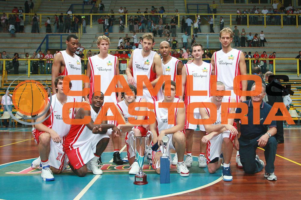 DESCRIZIONE : Busto Arsizio Precampionato Lega A1 2006 2007 Trofeo Dream Team Whirlpool Varese Stella Rossa Belgrado<br />GIOCATORE : Team Varese<br />SQUADRA : Whirlpool Varese<br />EVENTO : Precampionato Lega A1 2006 2007 Trofeo Dream Team Whirlpool Varese Stella Rossa Belgrado<br />GARA : Whirlpool Varese Stella Rossa Belgrado<br />DATA : 24/09/2006 <br />CATEGORIA :  Premiazione<br />SPORT : Pallacanestro <br />AUTORE : Agenzia Ciamillo-Castoria/S.Ceretti