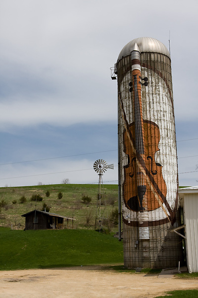 Photo by Scott Morgan | ScottMorgan-Photo.com.A silo painted with a fiddle marks the spot of a saloon along the Great River Road following the Mississippi River Sunday, April 27, 2008, near Bellevue, Iowa.