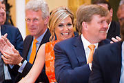 Koningin Maxima reikt Appeltjes van Oranje uit op Paleis Noordeinde / Queen Maxima at the Apples of Orange at Noordeinde Palace.<br /> <br /> Op dew foto / On the photo:  Koningin Maxima en Koning Willem Alexander / Queen Maxima and King Willem Alexander