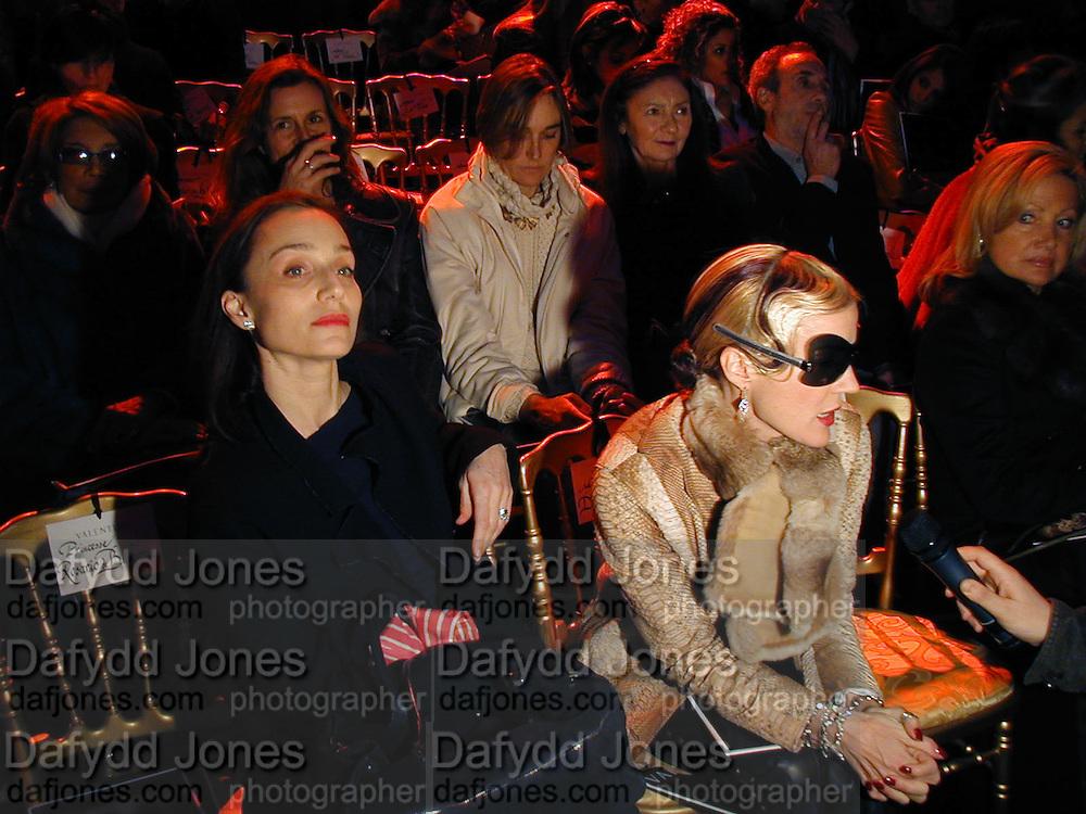 Kirsten Scott Thomas and Daphne Guinness, Valentino couture fashion sho,  rue Bonaparte, Paris, 21 January 2004. © Copyright Photograph by Dafydd Jones 66 Stockwell Park Rd. London SW9 0DA Tel 020 7733 0108 www.dafjones.com