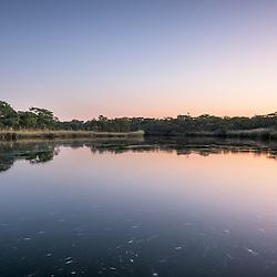 O rio Cuchi ao pôr do sol. Província do Cuando-Cubango. Planalto Central. Angola. 1370m de altitude.