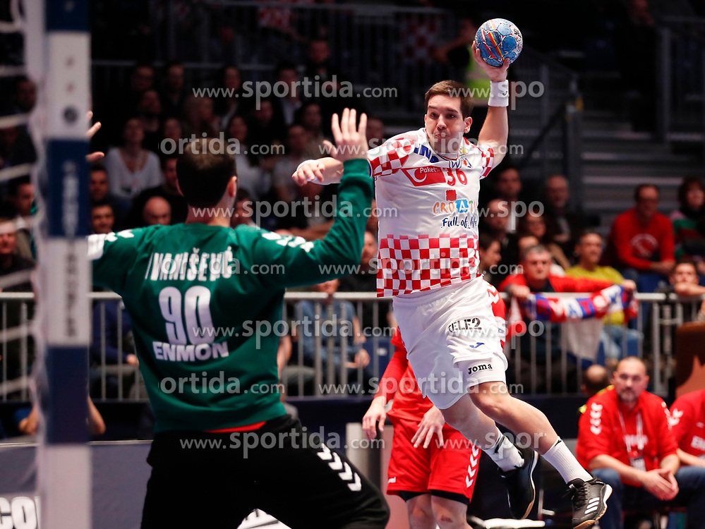 13.01.2020, Stadthalle, Graz, AUT, EHF Euro 2020, Kroatien vs Serbien, Gruppe A, im Bild Tibor Ivanisevic (SRB) und Vlado Matanovic (CRO) // Tibor Ivanisevic (SRB) and Vlado Matanovic (CRO) during the EHF 2020 European Handball Championship, group A match between Croatia and Serbia at the Stadthalle in Graz, Austria on 2020/01/13. EXPA Pictures © 2020, PhotoCredit: EXPA/ Erwin Scheriau
