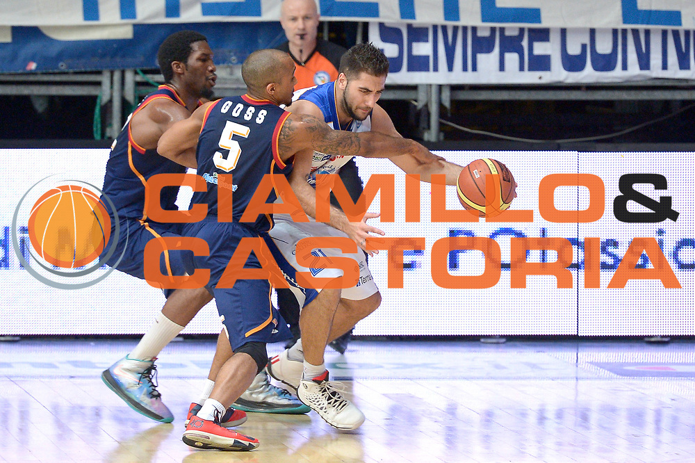 DESCRIZIONE : Cant&ugrave; Lega A 2013-14 Acqua Vitasnella Cant&ugrave; vs Acea Virtus Roma playoff semifinali  gara 1<br /> GIOCATORE : Hosley Quinton<br /> CATEGORIA : Tiro<br /> SQUADRA : Acea Virtus Roma<br /> EVENTO : Campionato Lega A 2012-2013<br /> GARA : Acqua Vitasnella Cant&ugrave; vs Acea Virtus Roma<br /> DATA : 20/05/2014<br /> SPORT : Pallacanestro <br /> AUTORE : Agenzia Ciamillo-Castoria/I.Mancini<br /> Galleria : Lega Basket A 2012-2013  <br /> Fotonotizia : Cant&ugrave;<br /> Lega A 2013-14 Acqua Vitasnella Cant&ugrave; vs Acea Virtus Roma  playoff semifinale gara 1<br /> Predefinita :