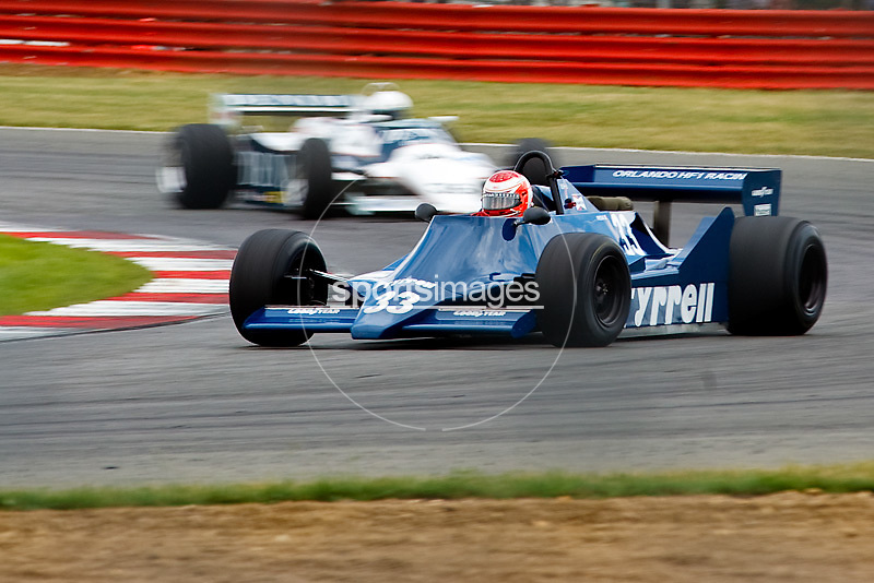 Car No 33 heads around Luffield. Silverstone Classic - 66-85 F1- 25/7/10.