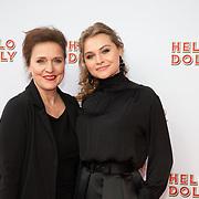 NLD/Rotterdam/20200308 - Premiere Hello Dolly, Vajen van den Bosch met haar moeder